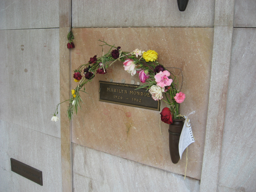 Stans Obligatory Blog Another Celebrity Grave Tour To Westwood